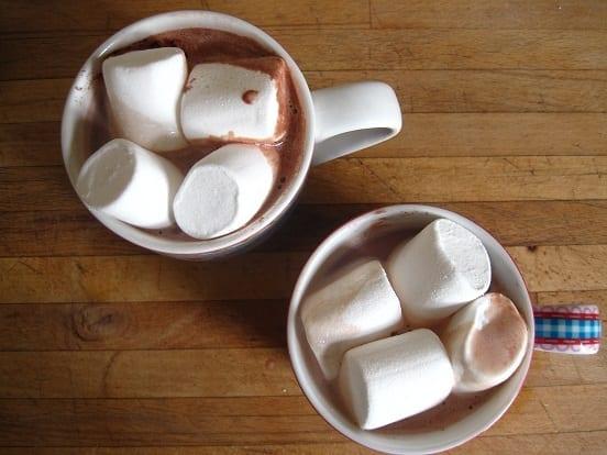 Koffie chocolademelk met marshmallows